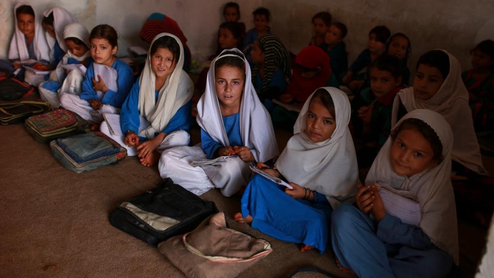 Afegã vence prêmio da ONU após criar escola para meninas refugiadas no Paquistão