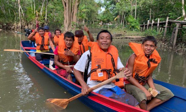 Refugiados indígenas recebem barcos do ACNUR no Pará