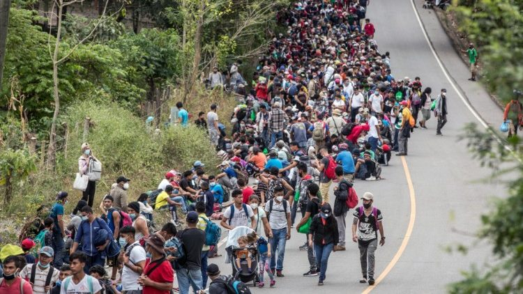 Milhares de migrantes provenientes de Honduras chegam a Guatemala