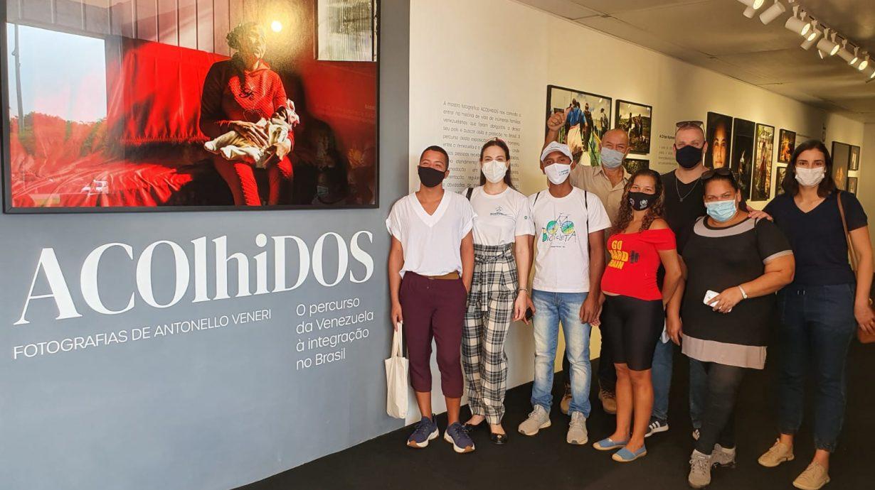"""Venezuelanos refugiados visitam a exposição """"Acolhidos"""", em Brasília"""
